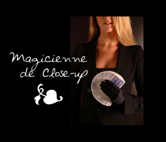 close-up, magie de close-up, magie rapprochée, magicienne, close-up, artiste de close-up, magie de table, magie au table