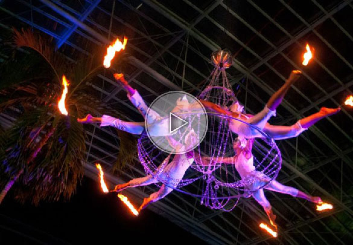 aerial chandelier, fire chandelier, aerial troup, aerial dancers, chandelier de feu, chandelier aérien, troupe aérienne