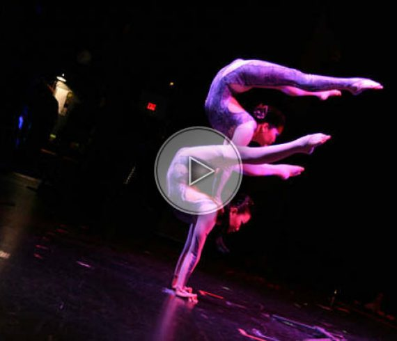 contortion duo, duo de contorsion, duo contorsionnistes, contortionists duo