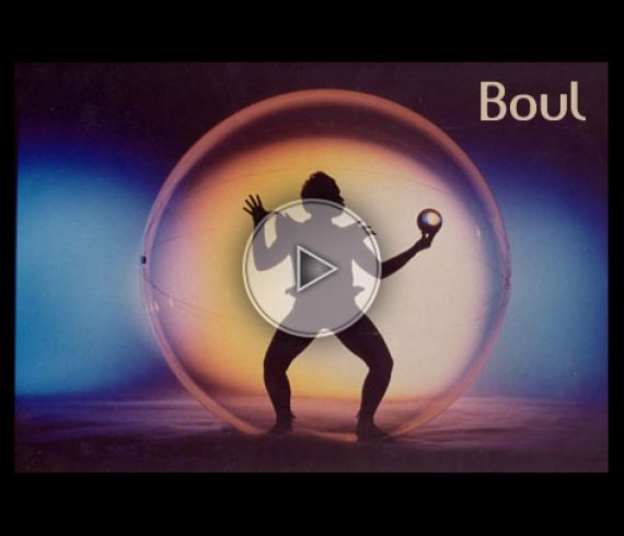 chanteur, singer, bubble, bulle, transparente, cirque du soleil