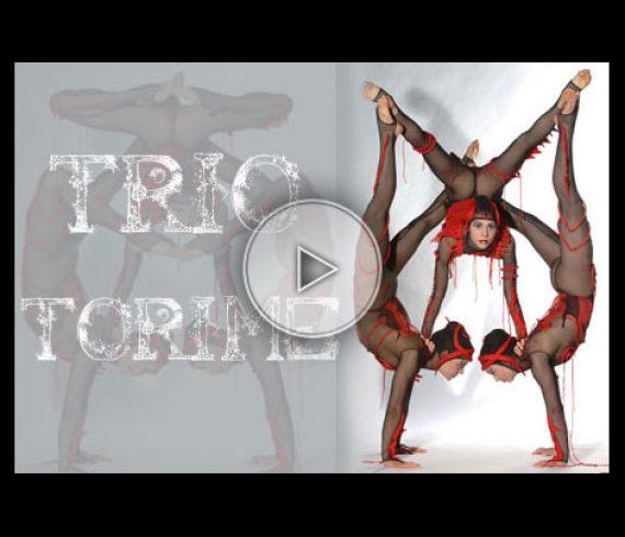 lady handbalance, trio de filles, girls trio, red, rouge