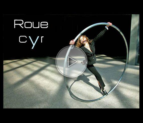 female cyr wheel, fille à la roue cyr, femme sur roue cyr, lady cyr wheel