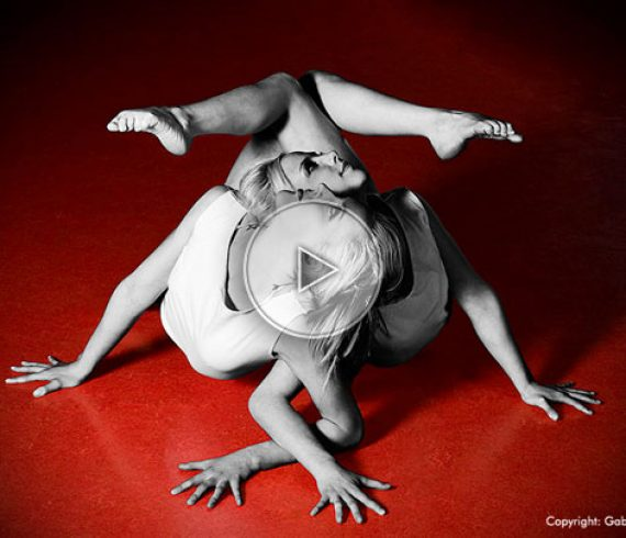dual contortion, twins, jumelles, double contortion, double contorsion, duo de contorsion, twin sisters