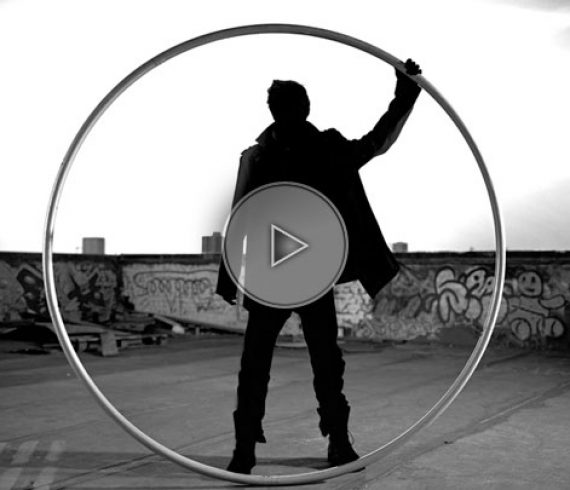 crazy wheel, cyr wheel act, roue cyr, numéro de roue, uk, united kingdom, angleterre