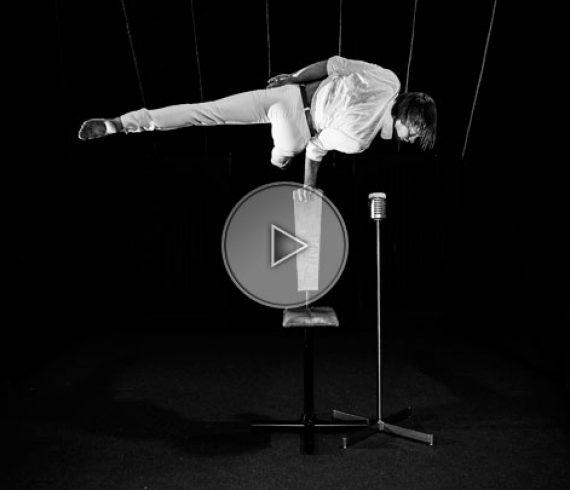 hand balance singer, chanteur équilibriste, équilibriste, hand balance, handstand, équilibres, ukraine