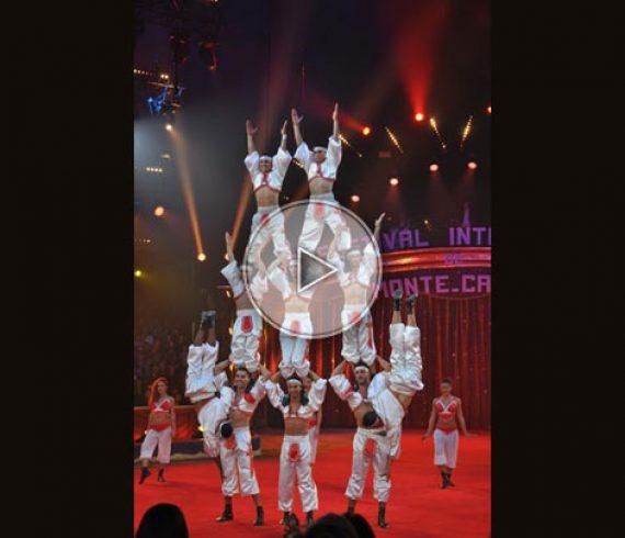 troupe d'acrobates marocains, moroccan acrobats, acrobates, human pyramids, pyramides humaines