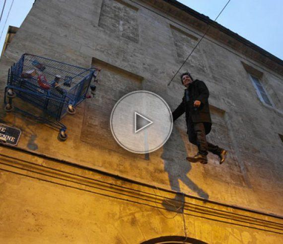 homme volant, homme gravité, spectacle de magie, magicien de rue, magie de rue, artiste de rue