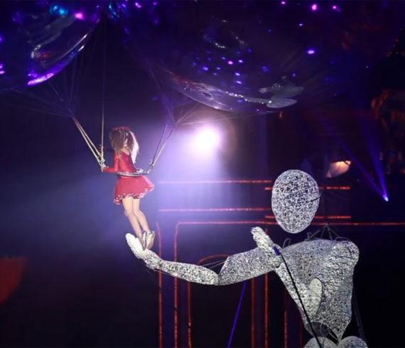 homme lumière géant, géant de lumière, parade lumineuse, homme géant lumineux, marionette géante, marionette lumineuse
