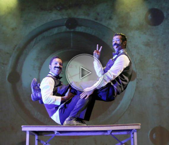 les moustache brothers, numéro de table, acrobates sur table, numéro comique