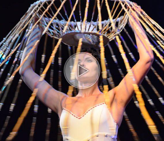 chandelier dansant, chandelier vivant, chandelier, danseuse, danseuse solo
