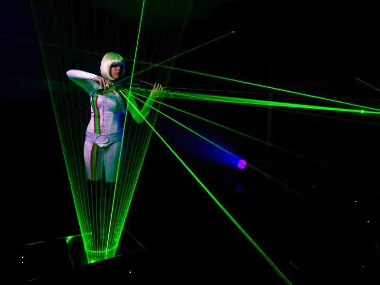 violon laser, violon et laser, violonist laser, spectacle laser, artiste laser, musicienne laser