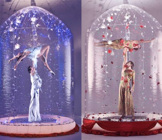 snow globe, boule de neige, neige, snow, hand to hand, main à main