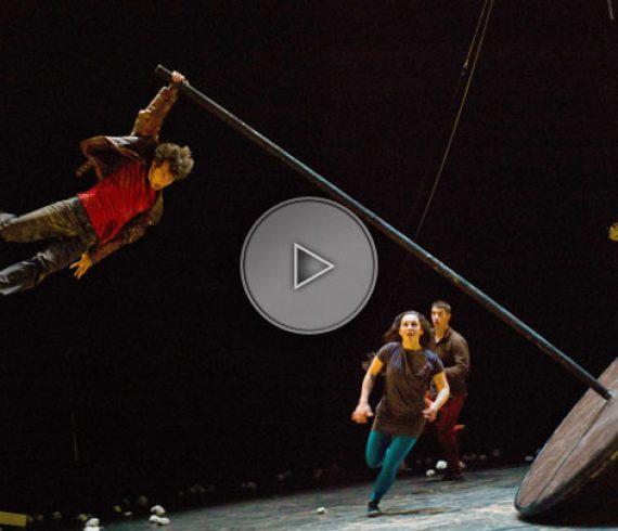acrobate sur culbuto, acrobate balancier, balancier, culbuto, artiste culbuto