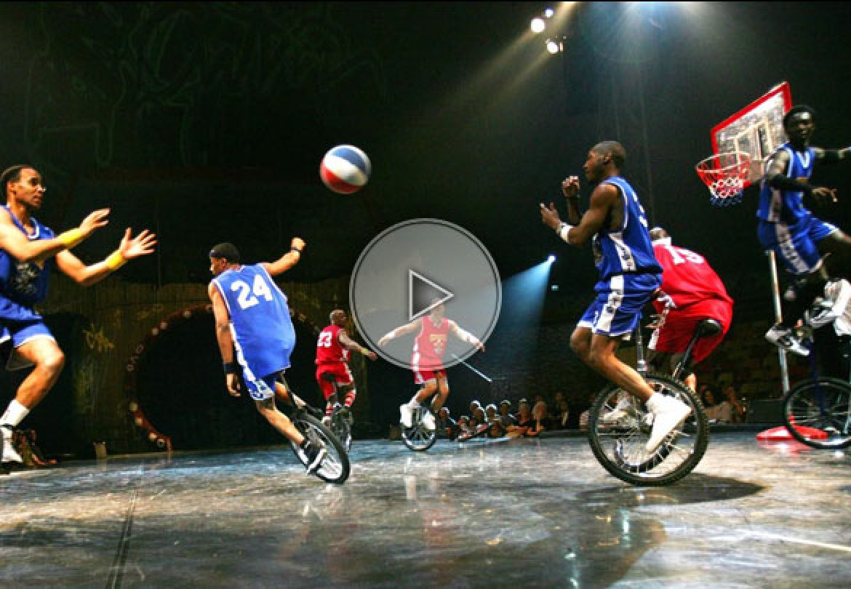 troupe acrobatique monocycle, basketball, troupe monocycle, monocycle acrobatique, basketball sur monocycle