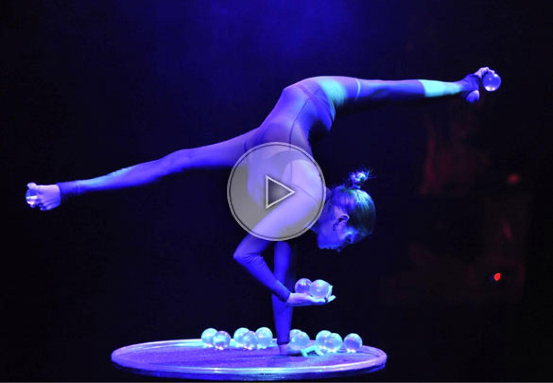 jongleuse boules de cristal, jongleuse équilibriste, jongleuse contorsionniste,