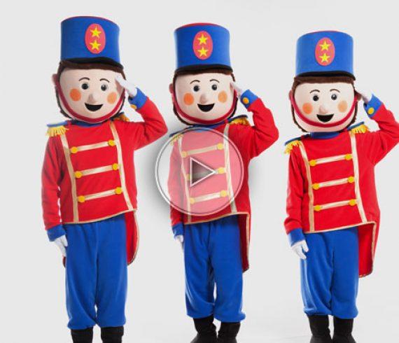 trois petits soldats, soldats, jouets, animation déambulatoire enfants, déambulation enfants, soldats musiciens