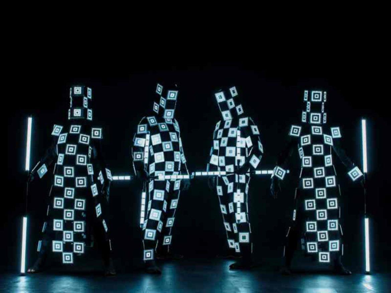 personnages lumineux, danseurs lumineux, danseurs de lumière, danse, troupe lumineuse