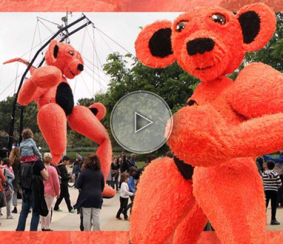 parade de rue, géant de rue, ours en peluche géant, ours géant pour parade, géant de parade