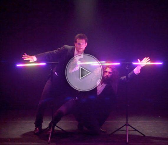 Jongleurs lumineux comiques, Jongleurs lumineux, jongleurs comiques, jongleurs LED comiques, jongleurs LED, jonglage lumineux