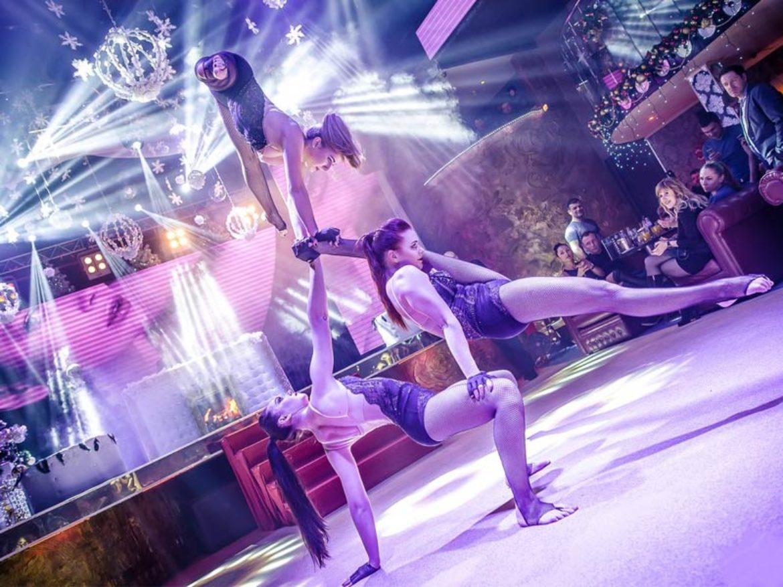 equilibre, equilibristes, trio, trio equilibre, trio equilibriste, cirque, acrobaties, acrobates, trio acrobates