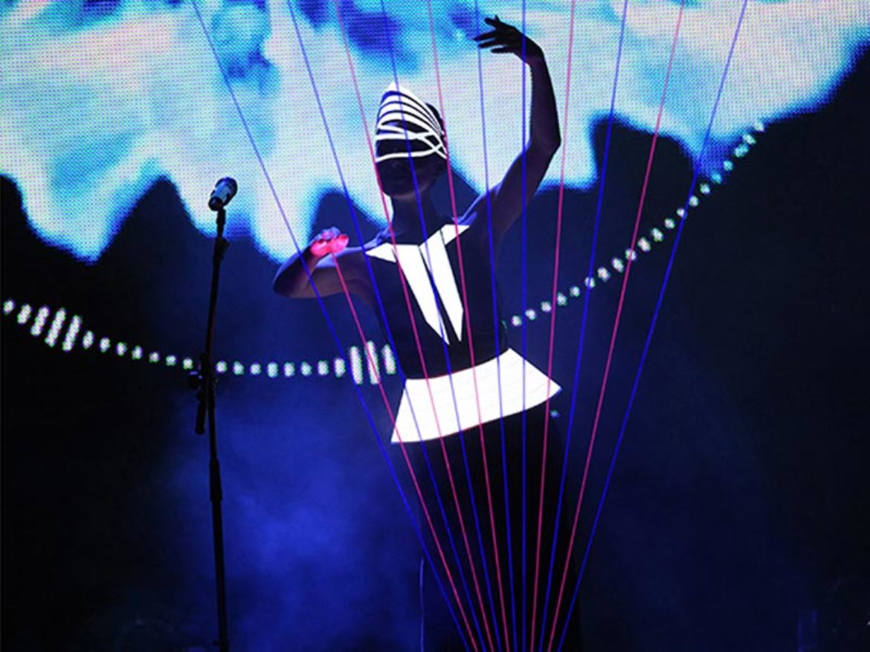 harpiste, harpe, harpe laser, harpiste laser, musique, musicienne, femme harpe, femme harpe laser, technologie, harpe technologie, musique technologie, laser