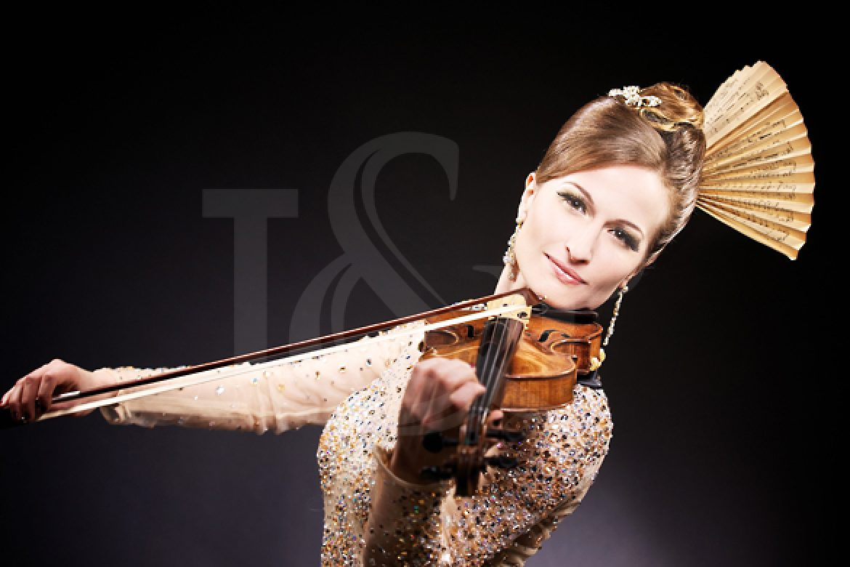 violoniste, violon, violoniste lumineuse, violoniste femme, evenement, france, cote d'azur, performer, artiste, musique, musicienne