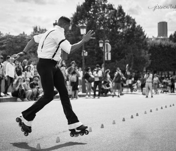artiste sur rollers, spectacle de roller, roller skates, danseur sur rollers, roller blades, spectacle rollers