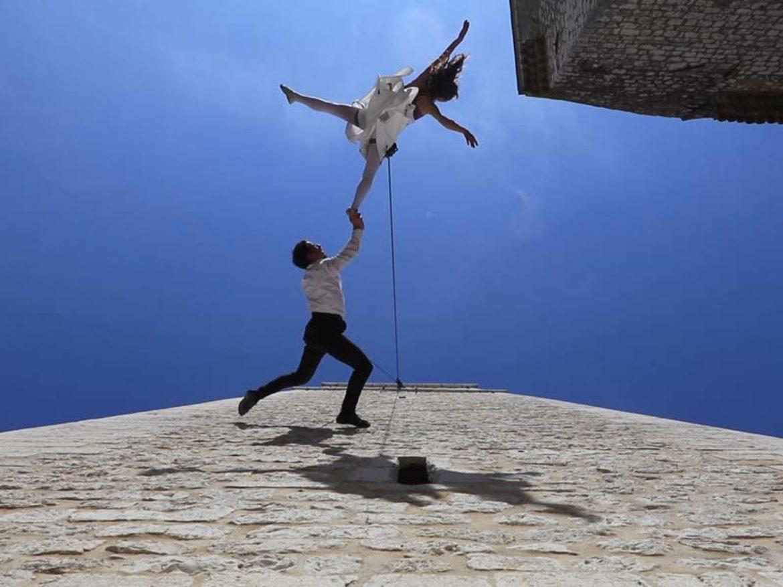 pas de deux aérien, danseurs de façade, aerien sur façade, duo aérien sur façade, duo de corde, duo rappel artistique, duo acrobate sur façade