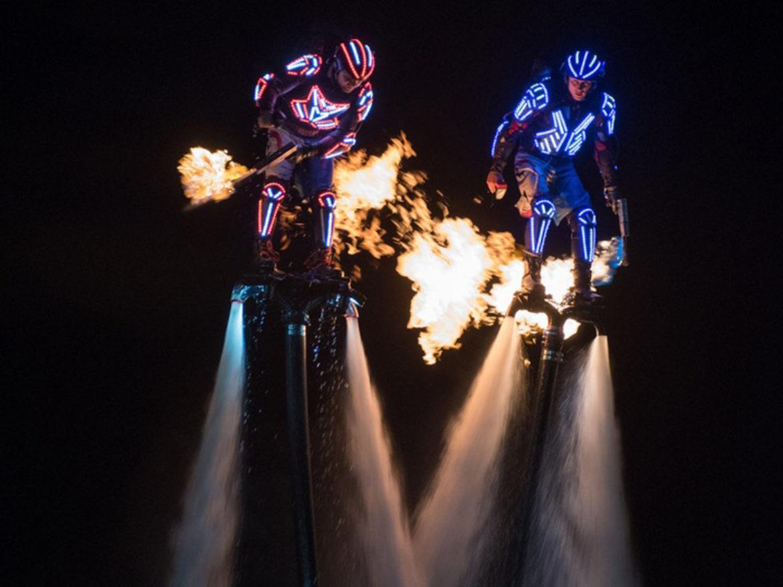 mer évènement, sport evenement, mer, ocean evenement, fly boarding, flyboarders, LED flyboard, LED flyboarders, torches feu, fire show
