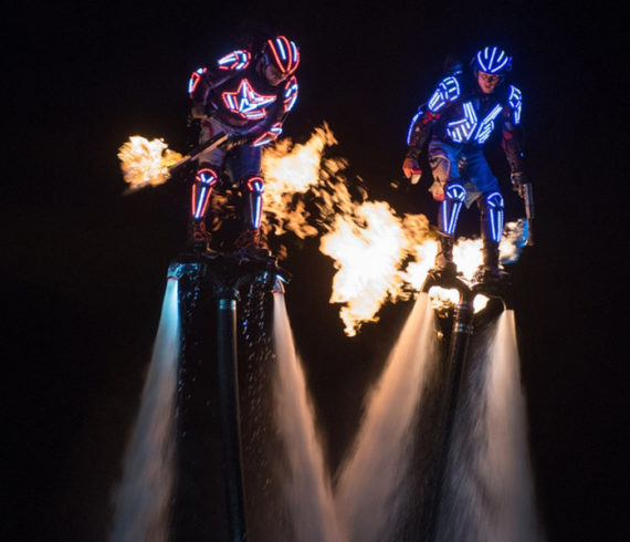 mer évènement, sport evenement, mer, ocean evenement, fly boarding, flyboarders, LED flyboard, LED flyboarders, torches feu, fire show