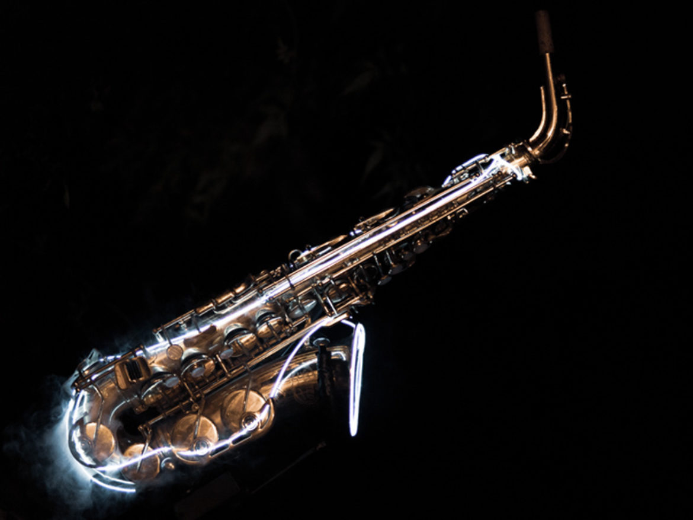 Saxo, saxophoniste, musique, musicien, DJ live, live set musique, musicien live, led, musique led, musicien led, saxophone lumineux, saxo lumineux, saxophoniste club, musicien club