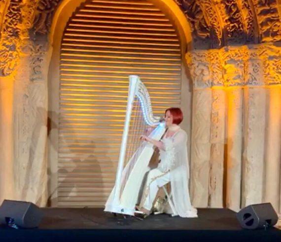 Harpiste, harpiste à Paris, harpe lumineuse, harpe à LED, harpe éclairée, harpe à LED, harpe lumineuse, harpe à Paris, harpe à LED
