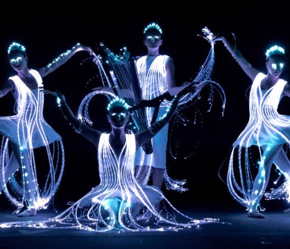 Danse, danseuses, pixel danse, danse led, danse lumineuses, danseurs led, danseuses led, show lumineux, show nocturne, danseuses lumineuses, ballet lumineux, ballet led, electro lumineux show