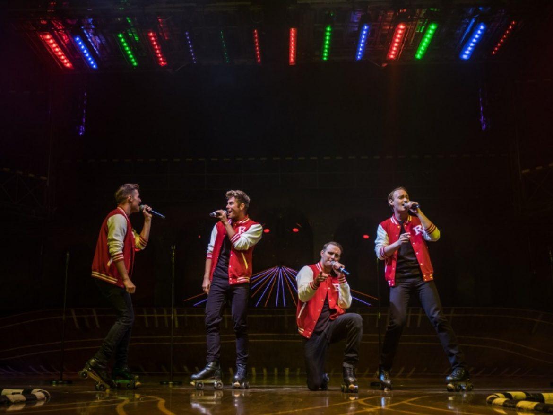 Orchestre roller, chanteur roller, musiciens rollers, musique à roller, musique, troupe musique, groupe musique rollers, spectacle roller, spectacle musique sur roller