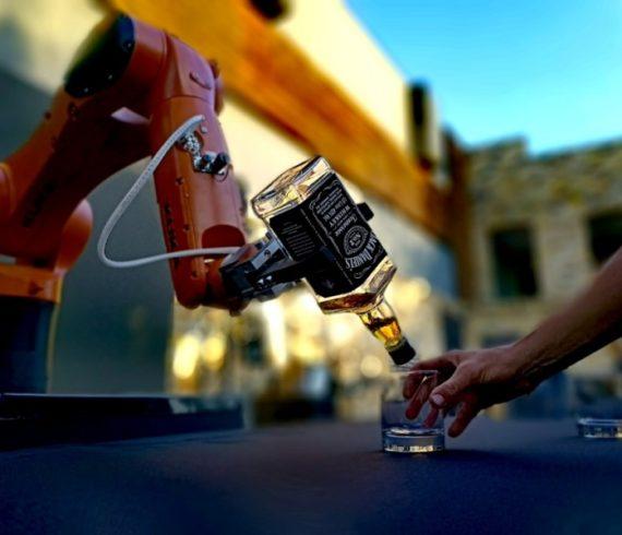 Robot, technologie, barman, robot barman, robot barman, exposition de robots, acte de robot, événement robot, événement technologique, événement futuriste