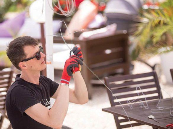 Spectacle de flexion en direct, spectacle de flexion, spectacle de fil de flexion, fil de flexion, loi sur le fil de flexion, spectacle personnalisé en direct, silhouette, spectacle à la main