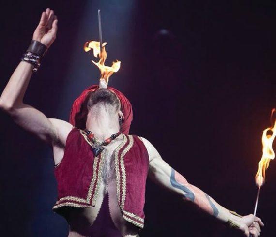 Fakir, spectacle de fakir, avaleur d'épée, avaleur de sabre, avaleur de feu, cracheur de feu, spectacle de feu, spectacle d'épée