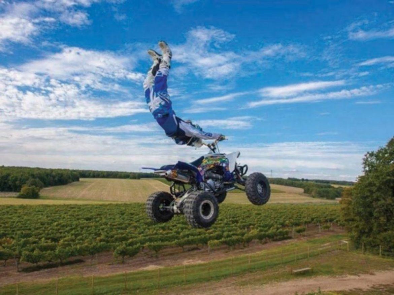 Spectacle de moto, spectacle de camions, spectacle de cascadeurs, spectacle de cascade de voiture, spectacle de cascade de camion, spectacle de cascade de moto, transformers, spectacle de transformers, voiture de transformers, acte de transformers, cascadeurs