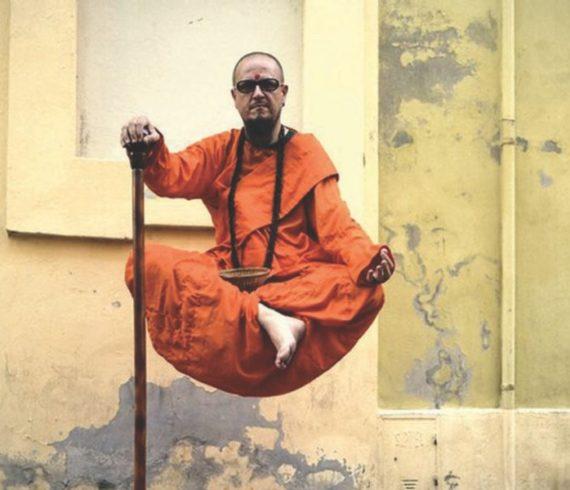 Levitation, spectacle de levitation, génie de la lampe, lévitation statique, moine, spectacle de moine en lévitation