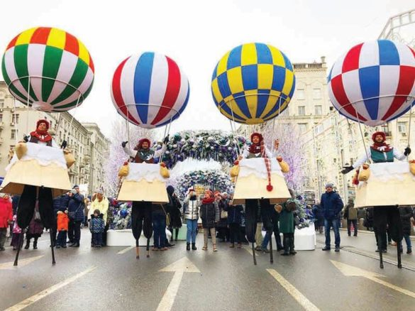 Montgolfières, montgolfière show, montgolfière spectacles, échasses, échassiers, échassiers voyages, échassiers voyageurs, voyage spectacle