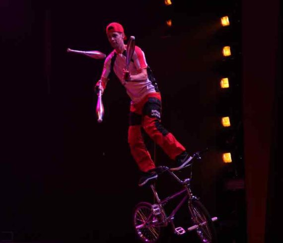 Bmx, bmx spectacle, velo spectacle, velo acrobate, acrobate roues