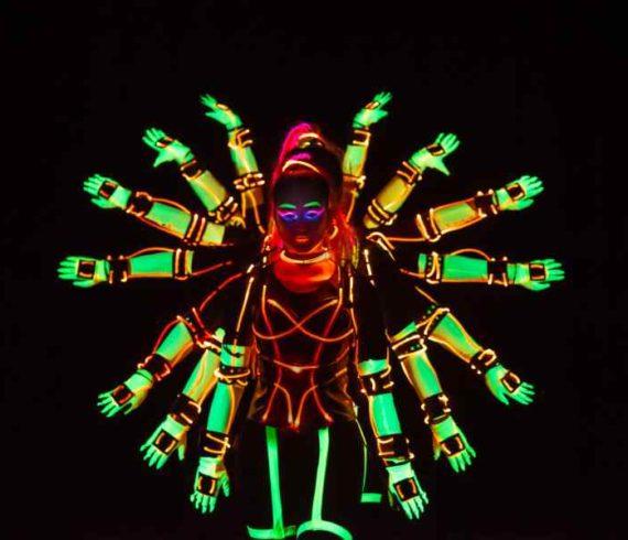 Danse led, danse lumineuses, danseuses led, danseuses lumineuses, mille mains danse, mille main led, spectacle led, spectacle danse led