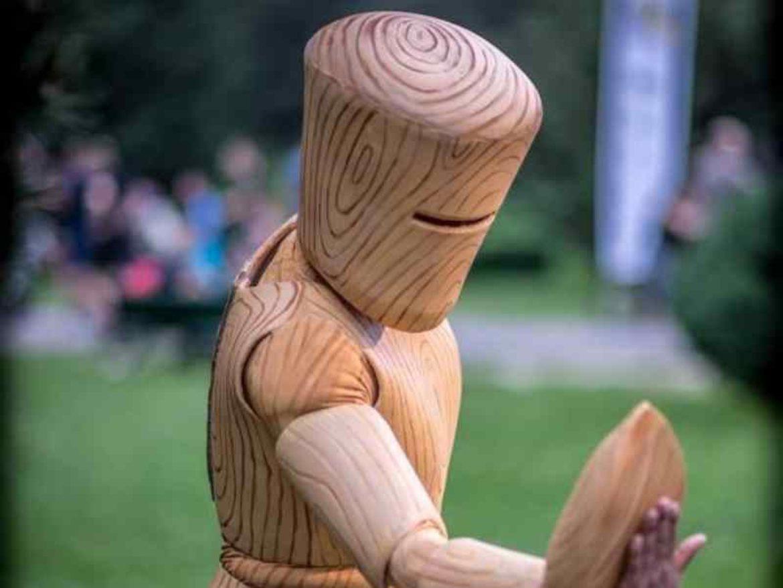 Figurine bois, échassiers bois, personnage bois, évènement bois, évènement éléments, évènement matériaux