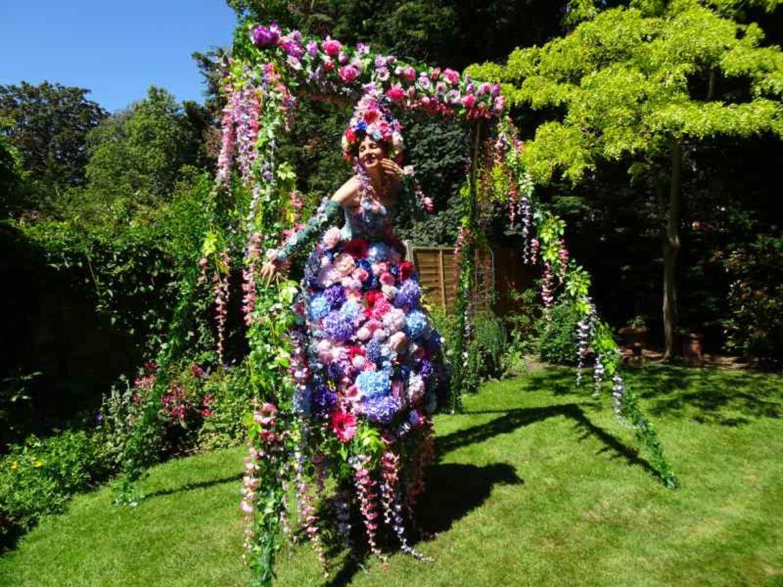 Echassière, échasses fleurs, échasses fleurie, échassiers fleurie, fleurs, fleurs évènement, fleurs artistes